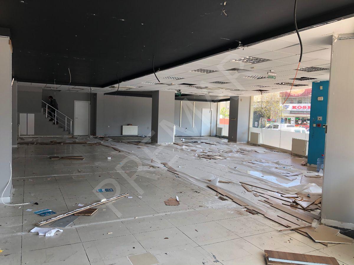 Yenibosna Beşyolda 500 M2 İskanlı Kiralık Dükkan Mağaza