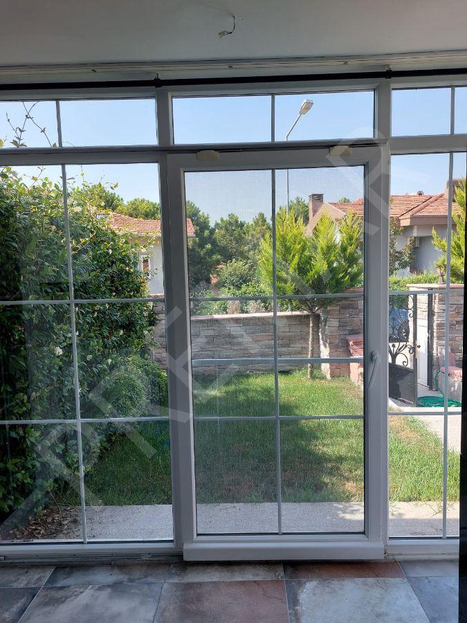 Arı Köy'de İçi Yenilenmiş Masrafsız Villa