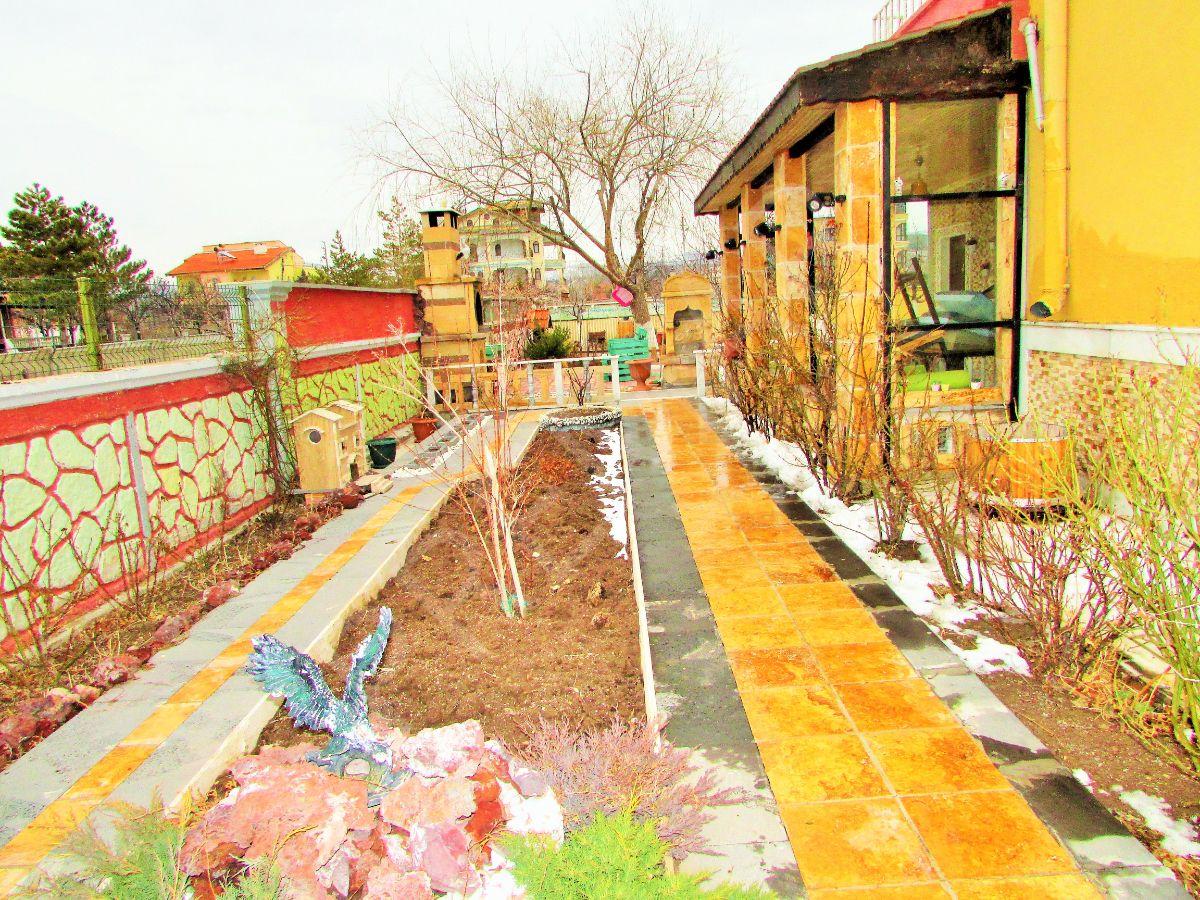 Premar Niyazi Koçak'tan Hayallerinizdeki Geniş Bahçeli Villa