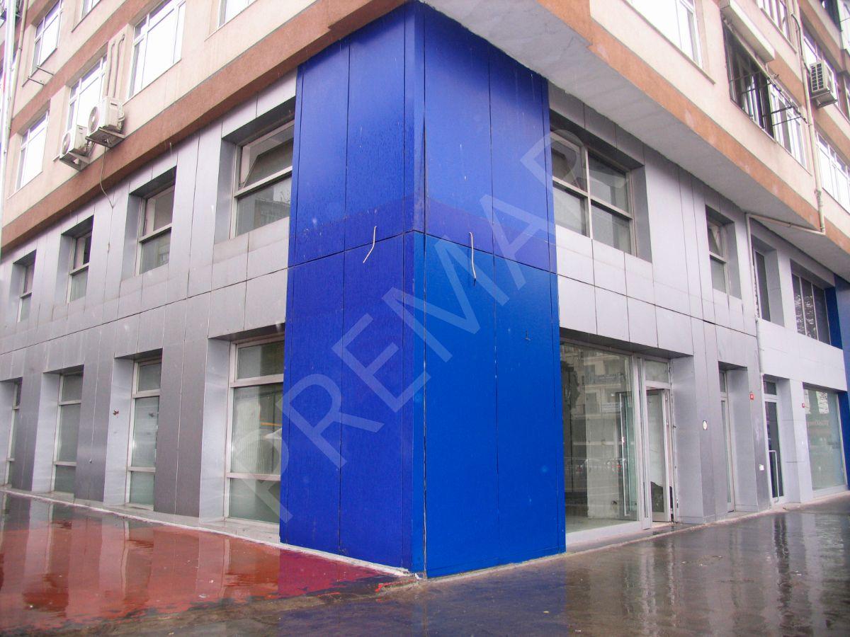 Bakırköy İncirli Caddesi Nde Kurumsal Firmalara Kiralık 300 M2 Dükkan