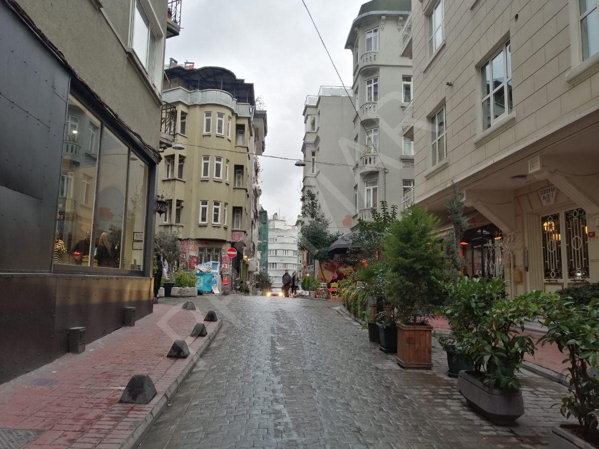 Cihangir'de Lokasyon Avantajlı - Şerefiyeli Satılık Tarihi Bina