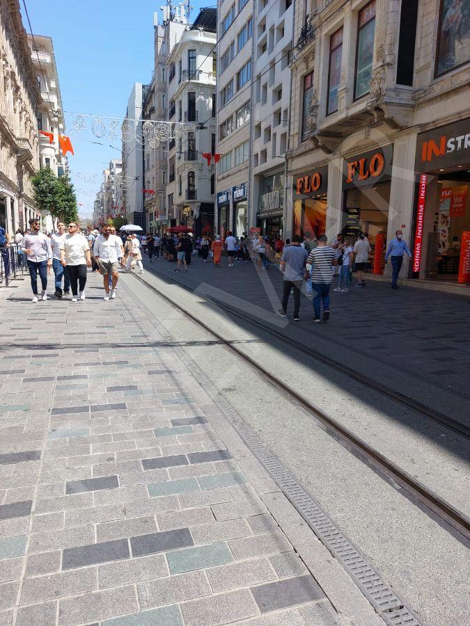 Taksim'de Tarihi Pasajda Devren Kiralık Dükkan