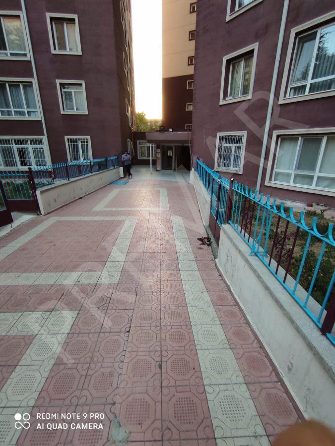 100. Yıl İşçi Bloklarında Ana Cadde Üzeri Yapılı Daire