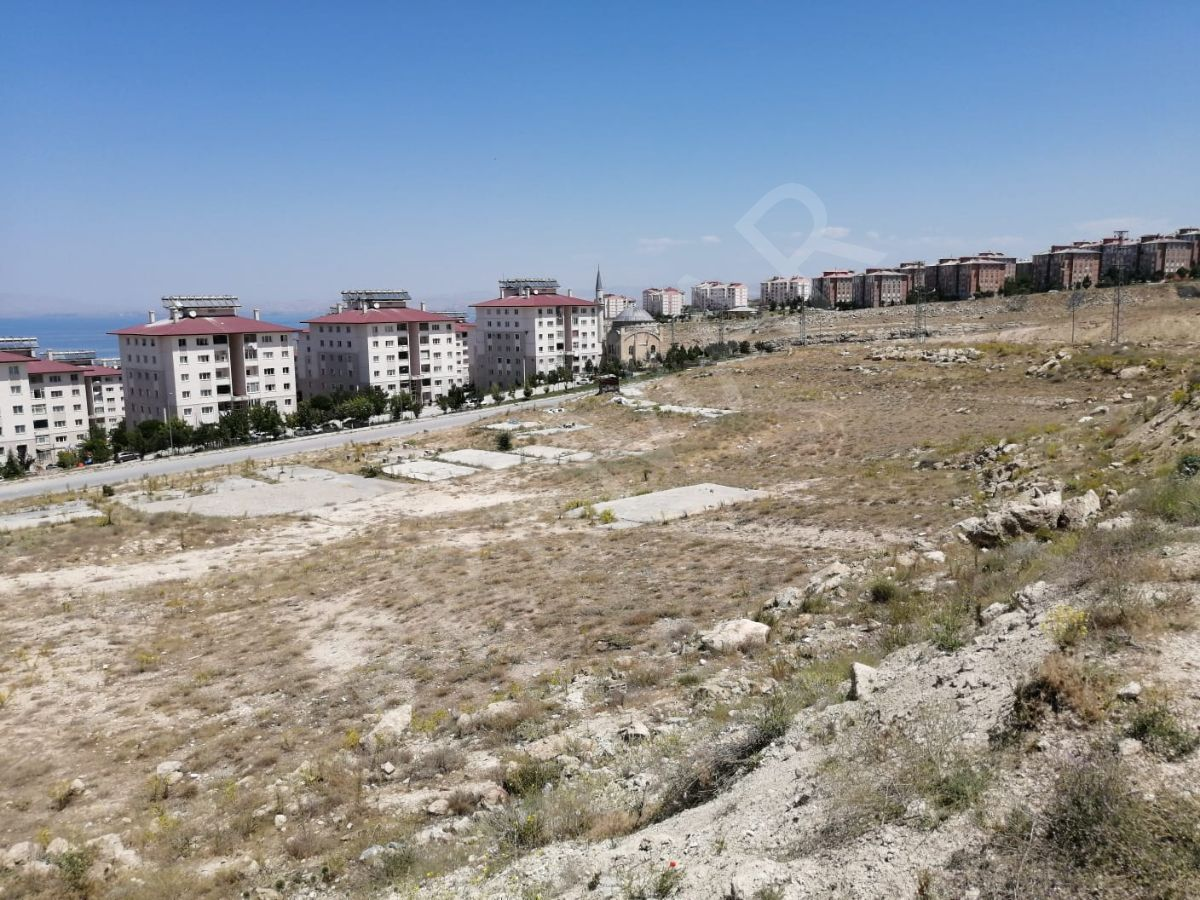 Van Edremit'te 6 Kat İmarlı, Göl Manzaralı Satılık Arsa