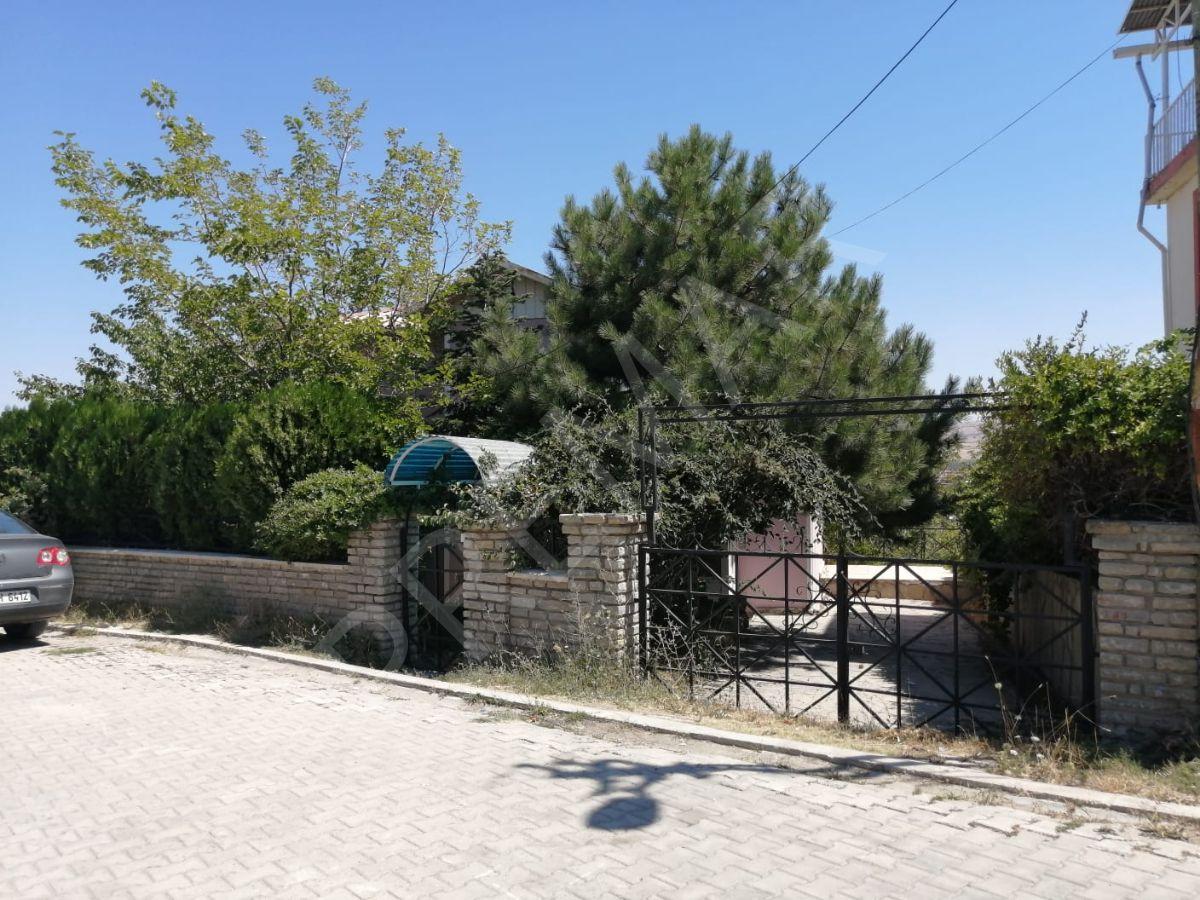Edremit'te Eşsiz Göl Manzaralı Satılık Villa
