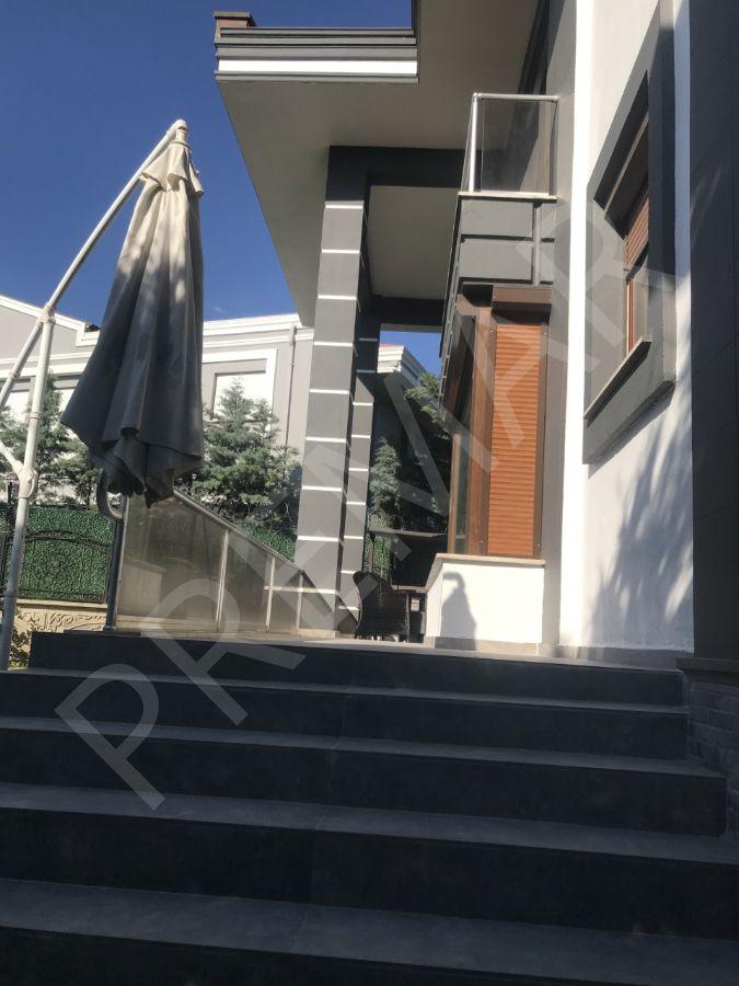 Çay Bağları Erenköy Caddesinde Köşe Villa