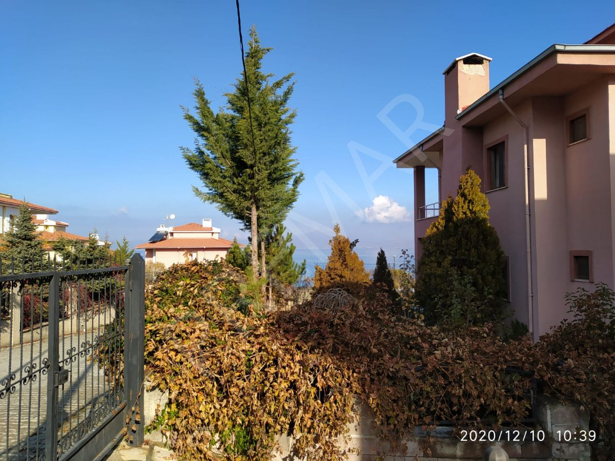 Van Edremit Tepe Konaklarında Satılık Triplex Villa