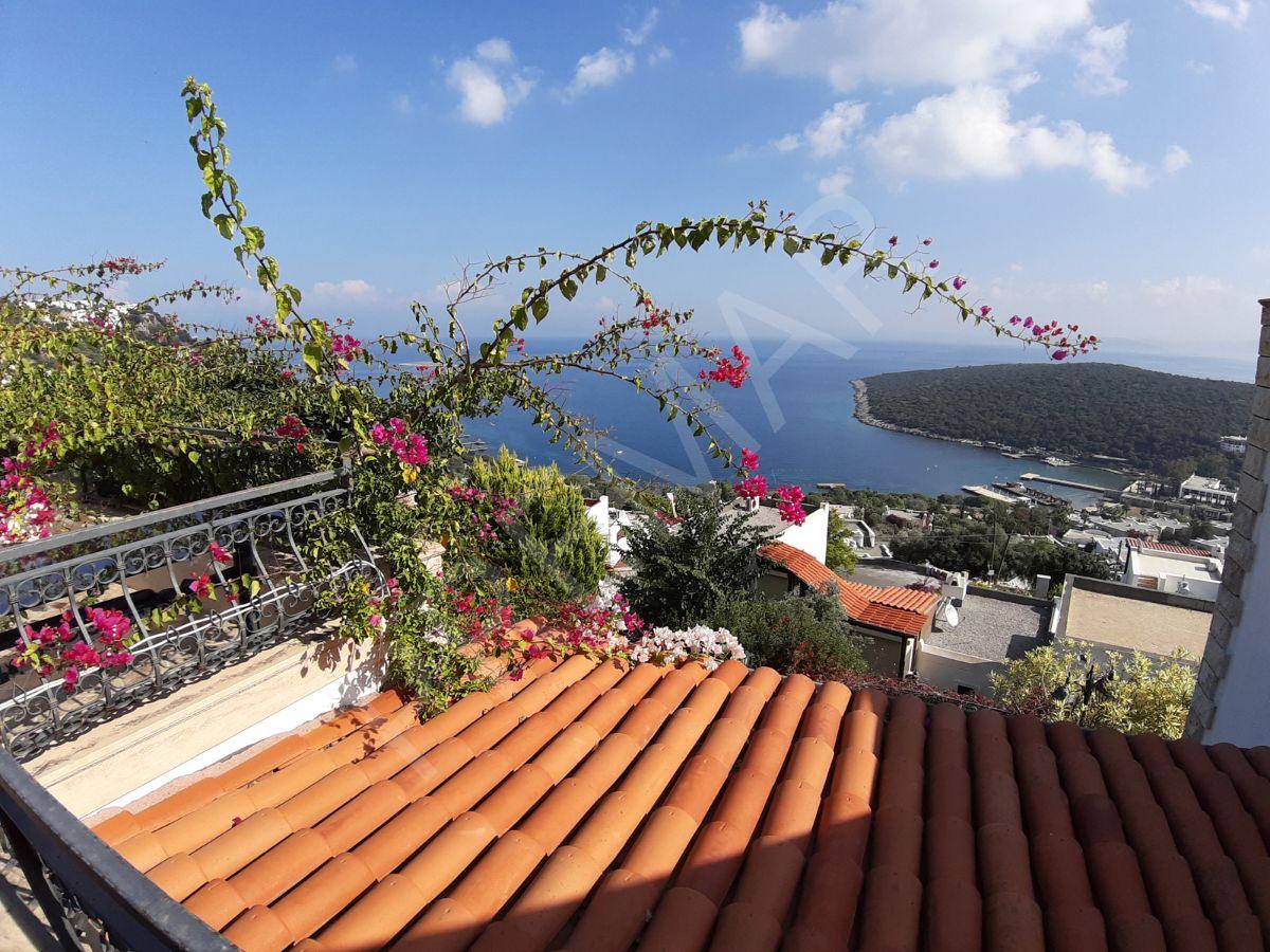 Bodrum Türkbükü Hebil Koyu Tarafında Hekimköy Sitesi'nde Satılık F Tipi Deniz Manazralı Villa