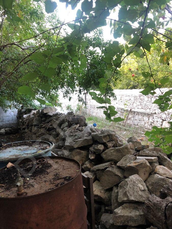 Urla Merkezde 300 M2 / 241m2 Arsa İçerisinde,bahçeli Orjinal Taş Ev
