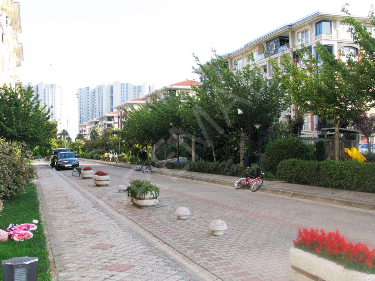 Ataköy Konaklarında Satılık 4+1 C Tipi Arakat