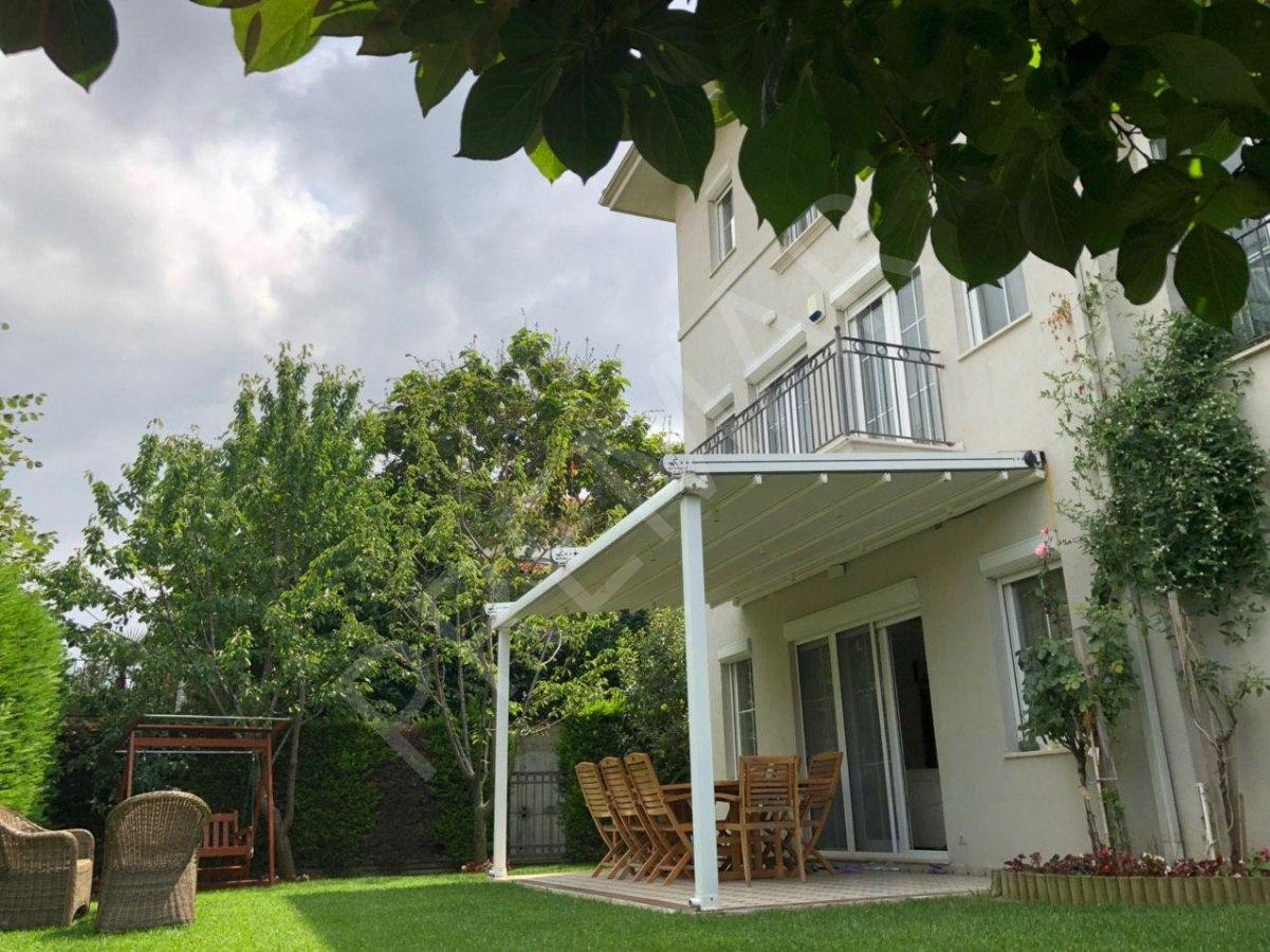 Ardıçlı Göl Evlerinde Satılık Lüks Tripleks Villa