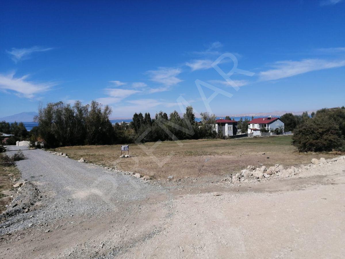 Van Edremit'te Göl Manzaralı Satılık Arsa