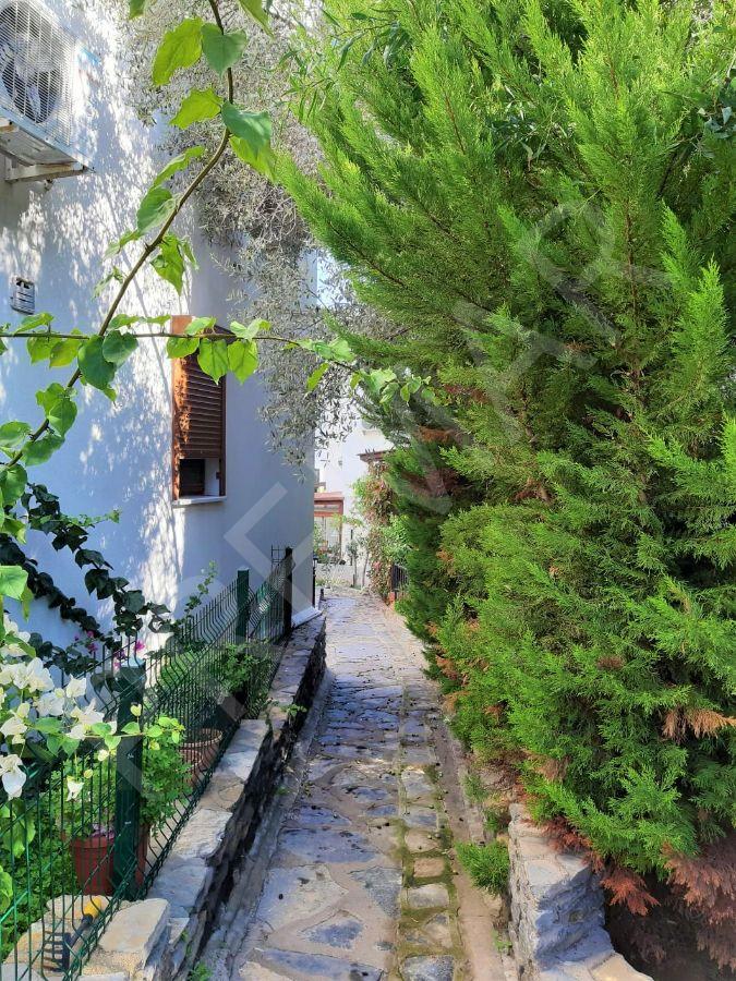 Bodrum Torba 'da Havuzlu Sitede Fırsat Satılık Tripleks Villa