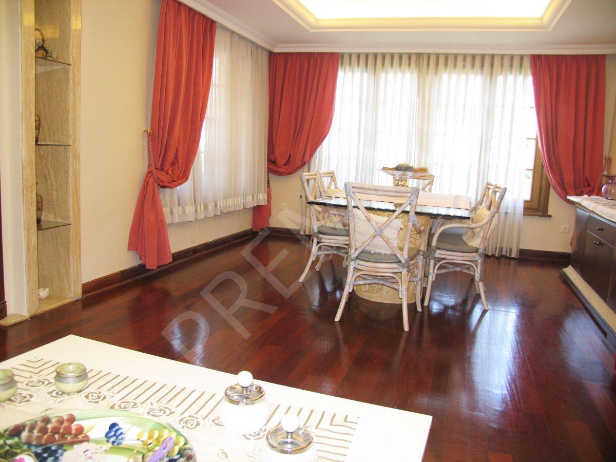 Güzelce'de Satılık Villa Denize Sıfır, Havuzlu, 3 Dönüm Üzerinde