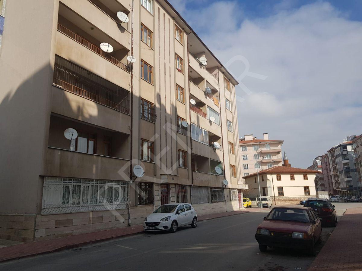 Karakayış Caddesi, Mavi Köşk Sitesinde, Geniş 3+1 Ara Kat Daire