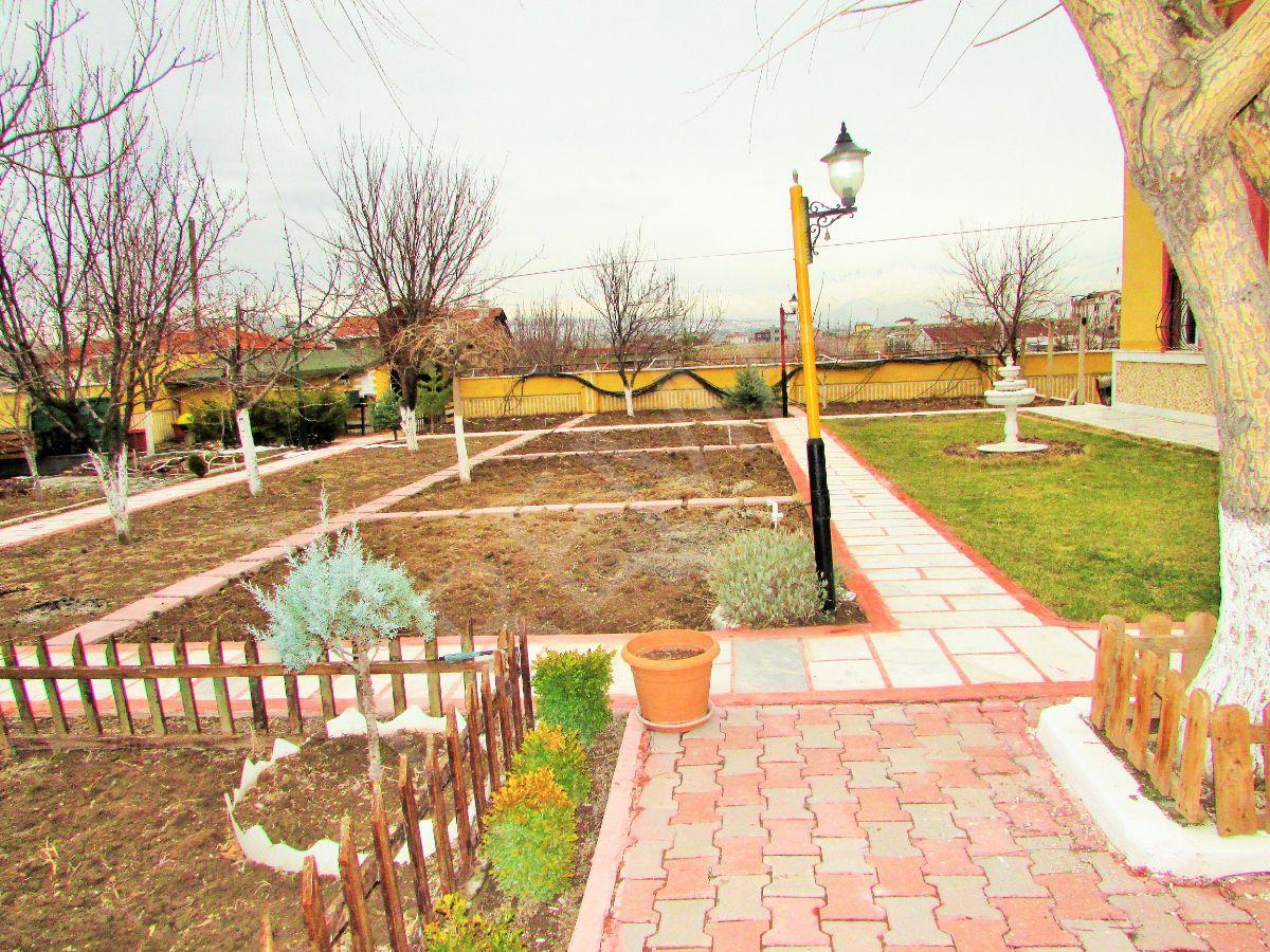 Premardan Gesi'de Hayallerinizi Süsleyen, Geniş Bahçeli Villa
