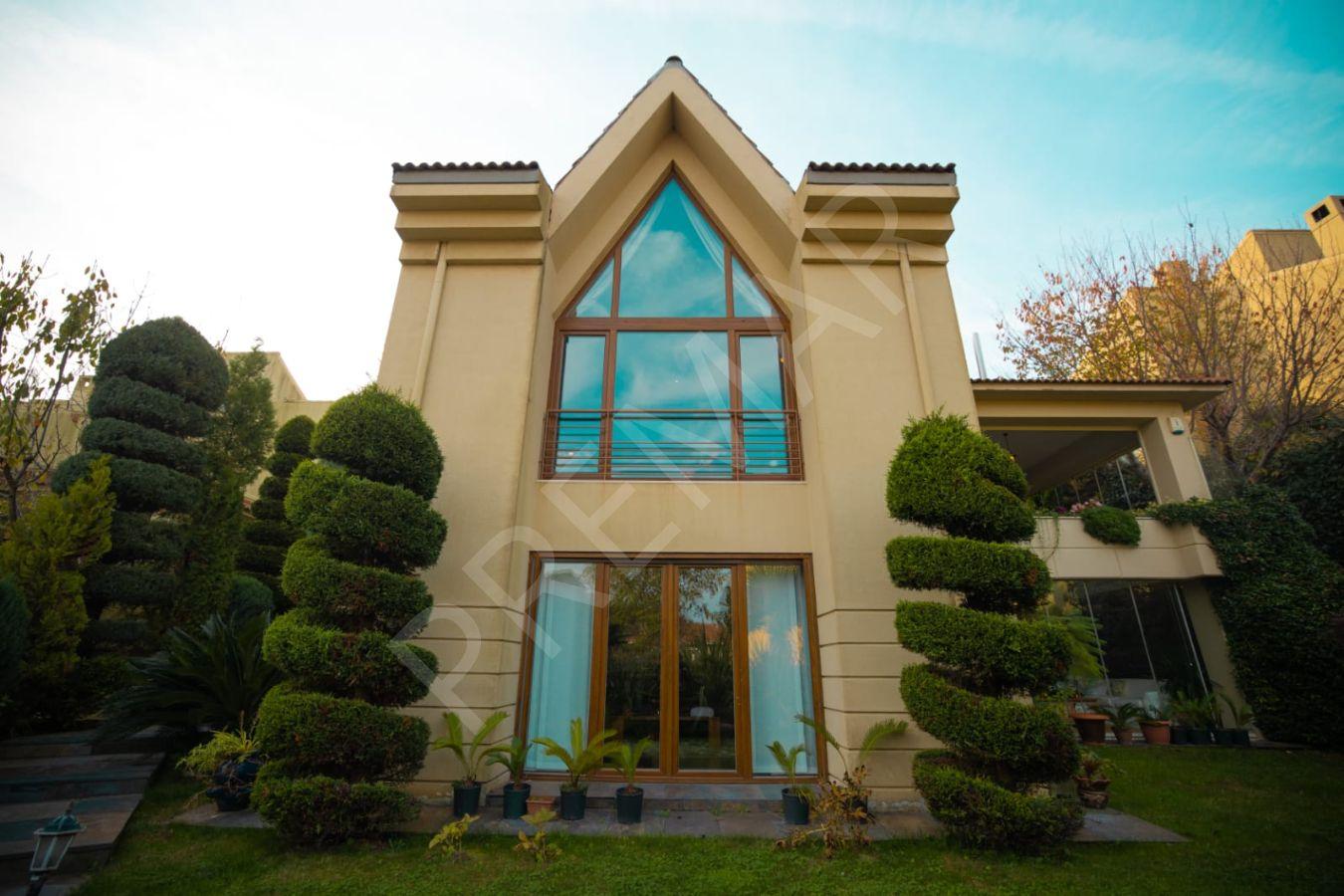 Demirciköy'de Seçkin Sitede 450m2 Kullanımlı Villa