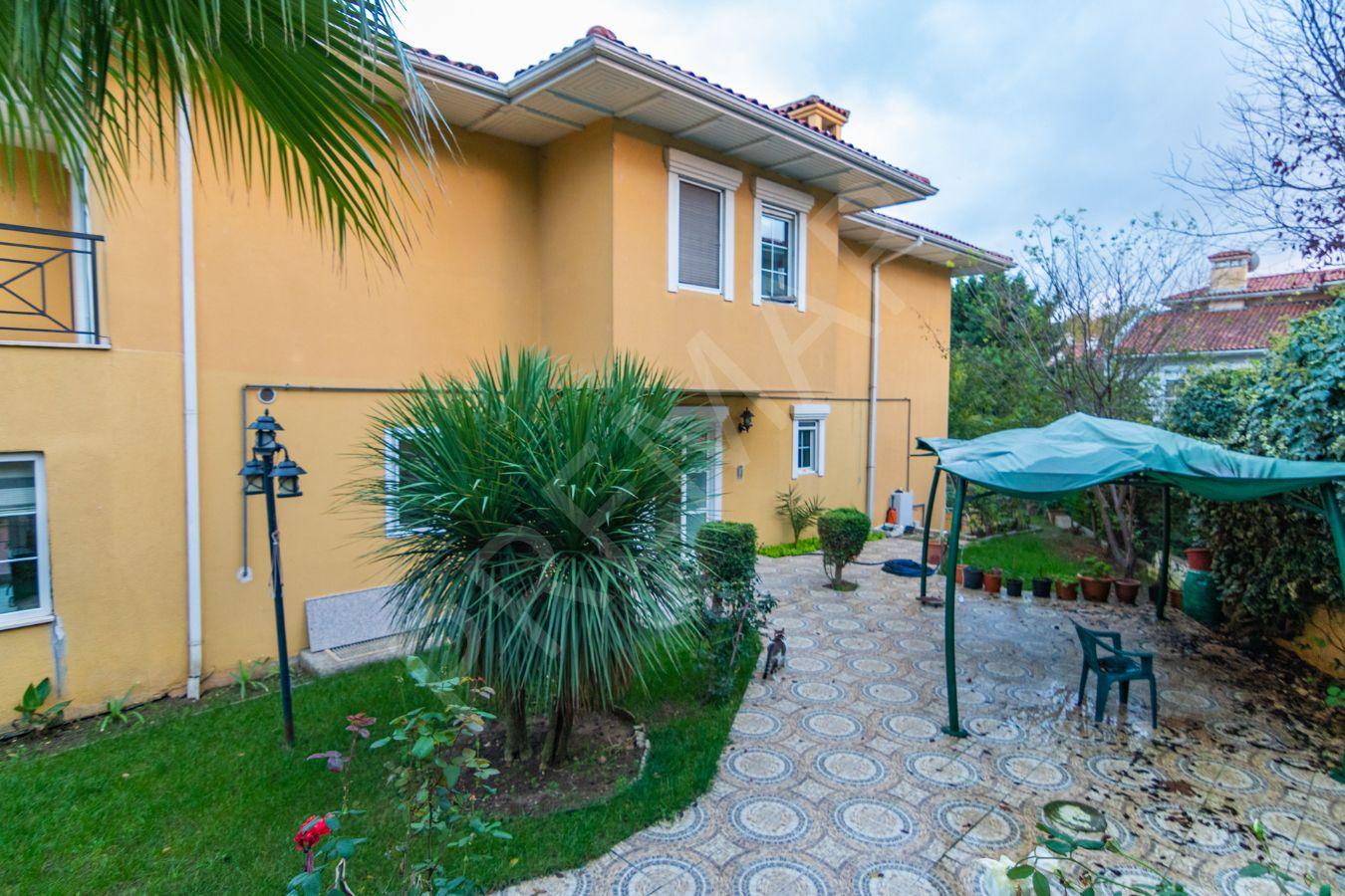 Ardıçlı Evler De Satılık 7+2 1650 M2 Bahçeli Muhteşem Villa
